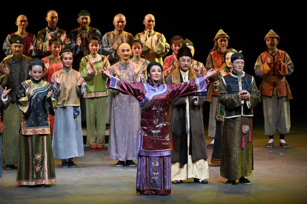 刘奇葆、王晓晖、虞爱华在国家大剧院观看黄梅戏《徽州女人》